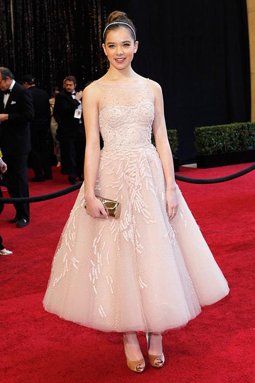 como combinar un vestido rosa