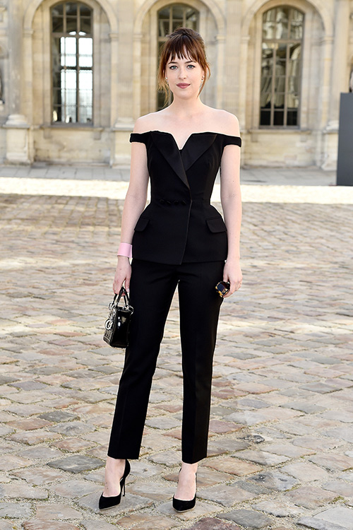 como combinar vestido negro corto para boda