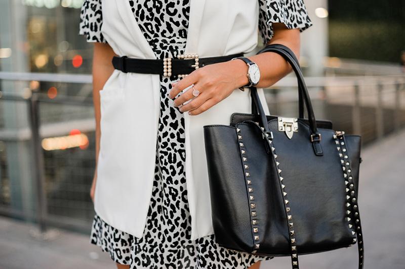 cómo llevar un bolso