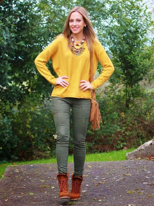 combinar pantalon verde caqui mujer