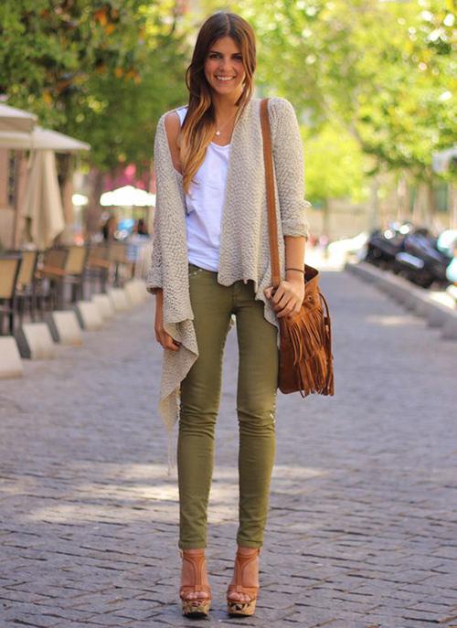 combinar pantalon verde militar mujer