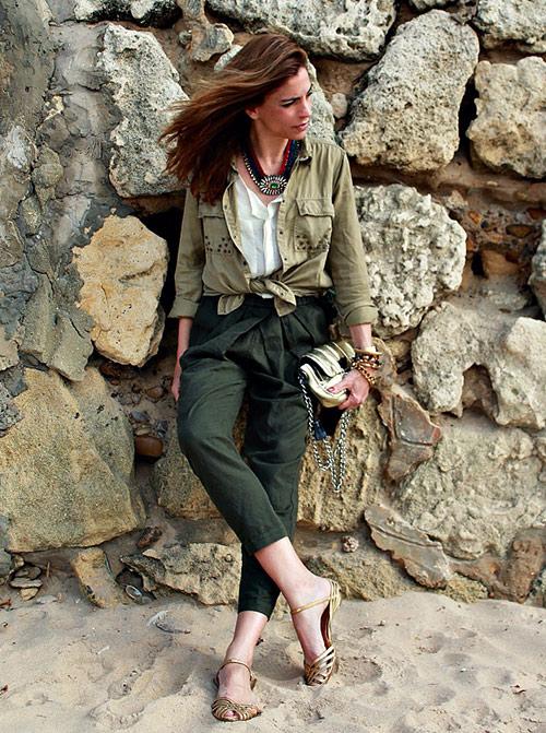 look pantalón verde militar mujer