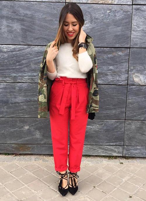 pantalones con lazo en la cintura