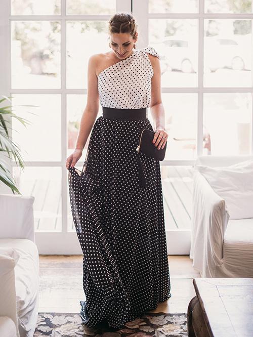 vestido blanco con lunares