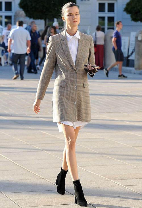 mujer blazer blanco