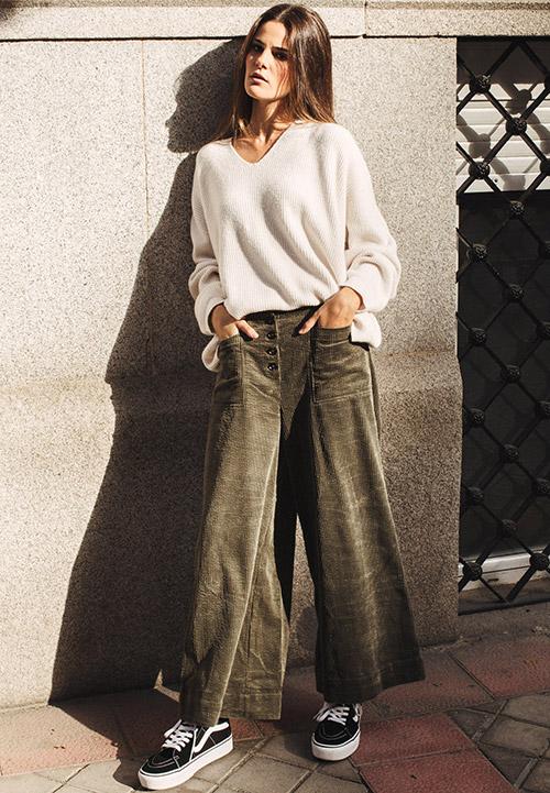 ropa trabajo mujer joven