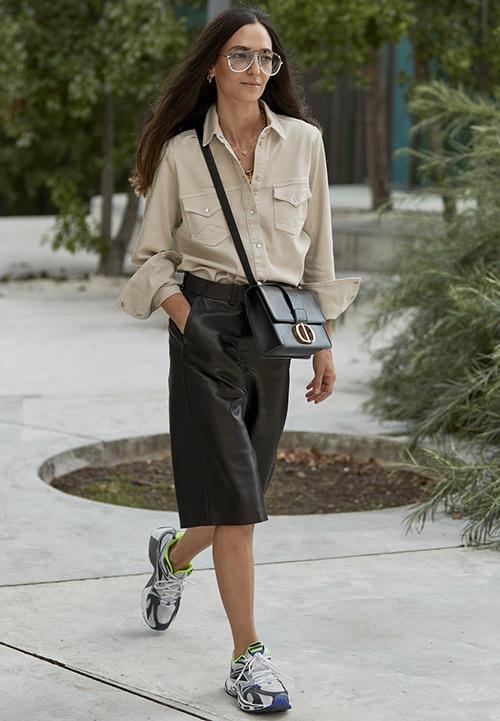 combinar falda cuero negra