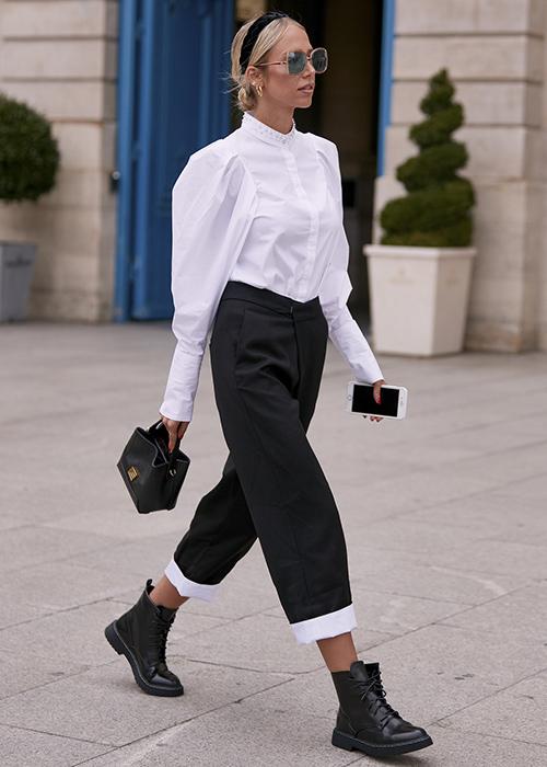 cómo llevar un pantalón ancho tobillero