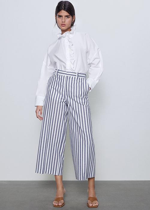 combinar pantalon azul