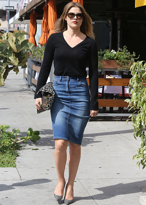 outfit falda lapiz con botines