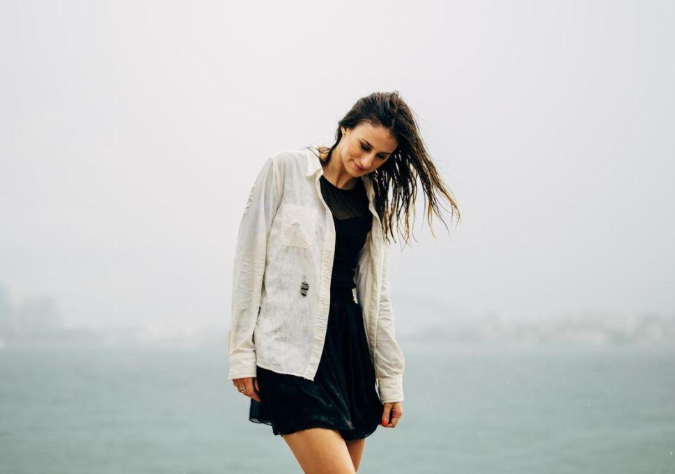 vestido corto cuando llueve