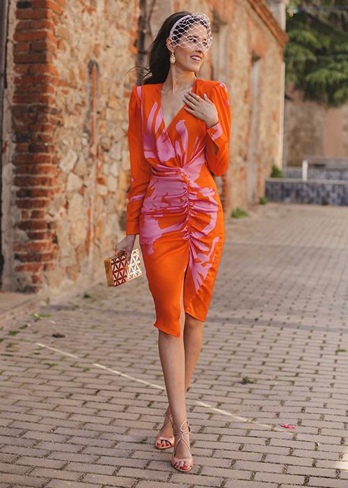 combinar un vestido naranja boda