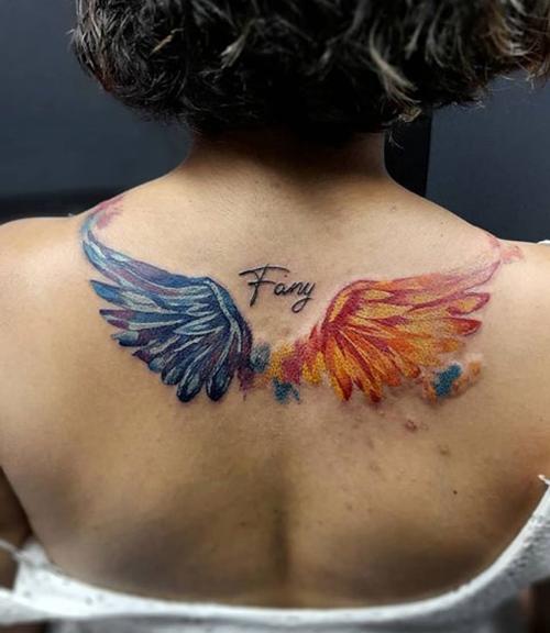 alas tatuadas en la espalda