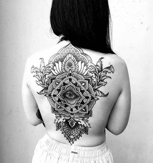 tatoo en la espalda