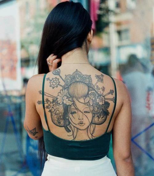 tatuaje columna mujer