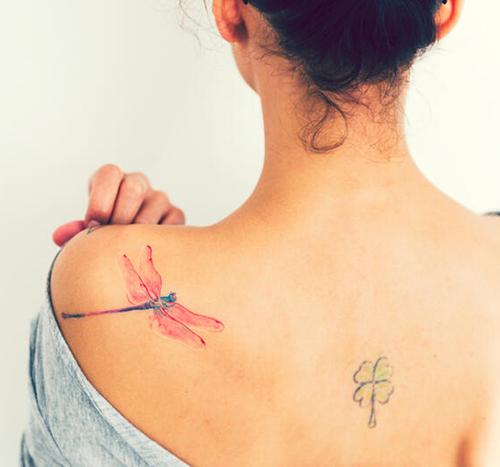 tatuajes de hadas en el hombro