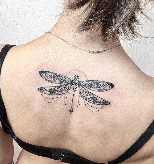 tatuajes para chicas en la espalda